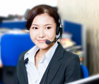 call center agent on call with customers